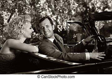 retro , ζευγάρι , μέσα , ανοιχτό αυτοκίνητο