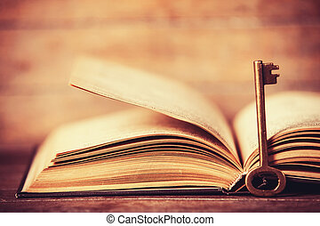 retro, 钥匙, 同时,, 打开, 书