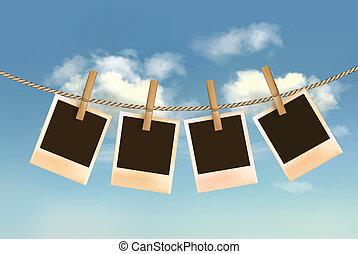 retro, fotografias, pendurar, um, corda, frente, um, céu azul, com, clouds., vector.