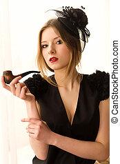 retro, frauenportraets, mit, rauchen röhre