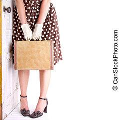 retro, imagem, de, mulher segura, bagagem