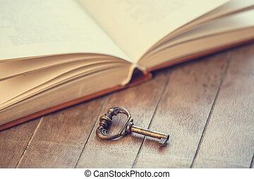 retro, klee, en, geopend, boek, op, houten, tafel.