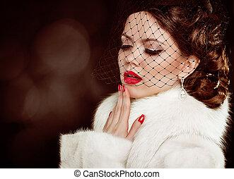 Retro lady portrait. Beautiful Woman in Luxury Fur Coat. Coquette