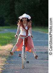 retro, meisje, op, oud, fiets