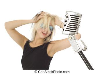 retro, mikrophon, und, rockender , s�nger, mit, sonnenbrille