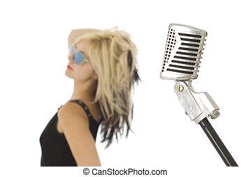 retro, mikrophon, und, s�nger,  zurück schauen