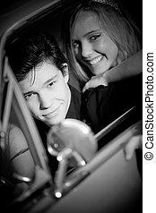 retro, vendimia, pareja, en coche