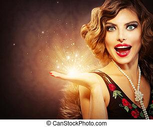 retro, vrouw, met, vakantie, magisch, cadeau, in, haar, hand