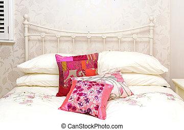 Retrp bed detail