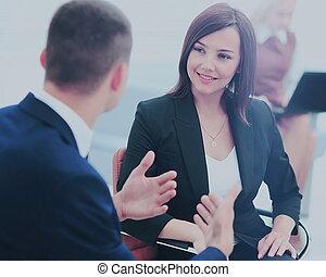reunião, businesspeople, escritório, tendo