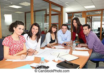 reunión del personal, en, un, oficina