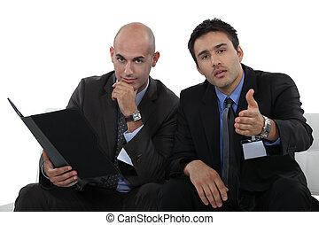 reunión, hombres de negocios, teniendo