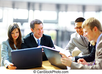 reunión negocio, -, director, discutir, trabajo, con, el suyo, colegas