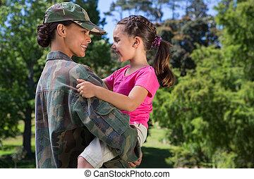 reunido, ella, soldado, hija