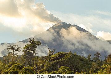 reventador, volcan, activité