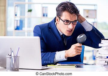 revisor, het zoeken, fouten, in, de, financieel, verklaringen