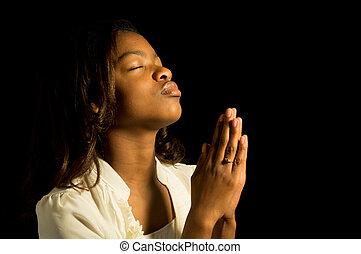 rezando, adolescente americano africano