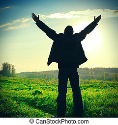 rezando, al aire libre, hombre