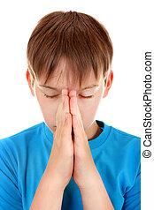 rezando, niño