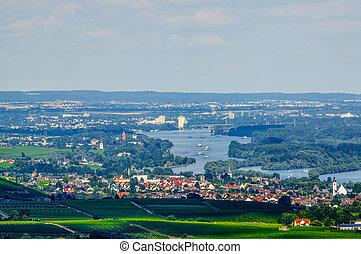 Rhein river, Ruedesheim, Rheinland-Pfalz, Germany