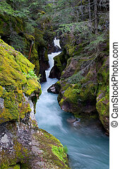 riachuelo avalancha, parque nacional del glaciar