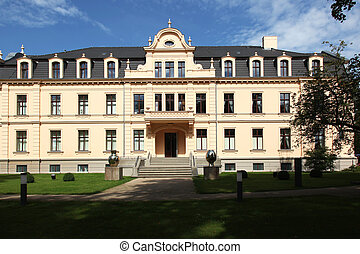 Ribbeck is a castle in 1893 erected by Hans Georg von Ribbeck Hennig in new baroque forms in Nauen district in the county Havelland in Brandenburg, Germany