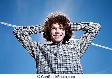 riccio, giovane, capelli, ritratto, outdoors., felice, uomo