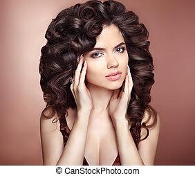 riccio, hairstyle., bello, ragazza, con, lungo, capelli ondulati