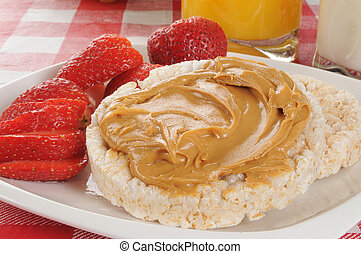 Rice cakes with peanut butter and strawberries