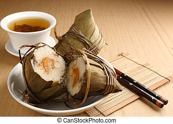 Rice dumplings with tea