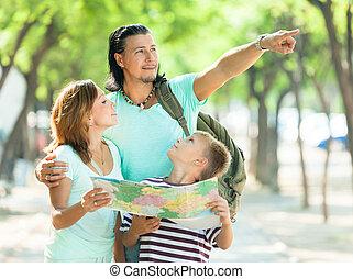 richting, wijzende, gezin, man