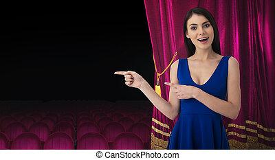 rideaux, sur, femme, théâtre, exposition, indique, quelque chose, joli, devant, rouges
