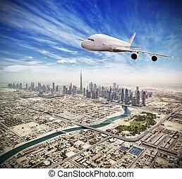 riesig, dubai, düsenverkehrsflugzeug, stadt, fliegendes, gewerblich, oben, uae.
