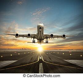 riesig, stockwerke, nehmen, gewerblich, zwei, runway., düsenverkehrsflugzeug