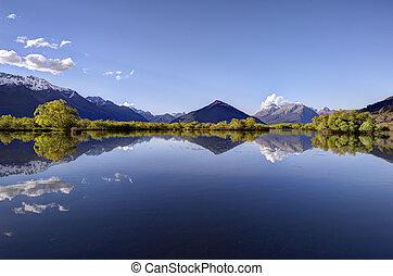 riflessione, di, il, montagne, su, il, laguna, a, glenorchy,...