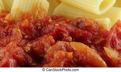 Rigatoni con sugo di pomodoro