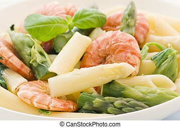 Rigatoni with Shrimps and Asparagus
