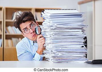 rigolote, auditeur, vérification, rapports, à, loupe