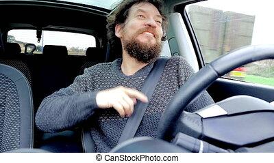 rigolote, danse lente, voiture, mouvement, barbe, chant, homme