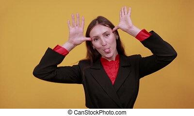 rigolote, faces, rigolote, idiot, spectacles, femme, autour de, face., torsions, mains, elle, infantile