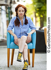 rigolote, girl, rue, hipster, chaise