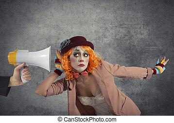 rigolote, message, porte voix, clown, entend