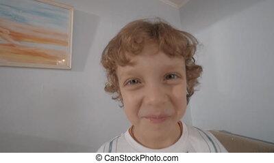 rigolote, peu, bouclé, garçon, cheveux, portrait