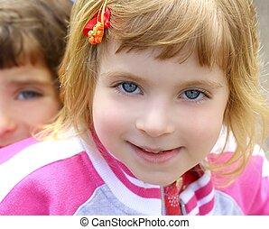 rigolote, peu, figure, blonds, portrait, girl, faire gestes