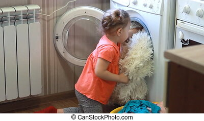 rigolote, peu, machine., lavage, mignon, choses, laundry., propre, dorlotez fille, obtient