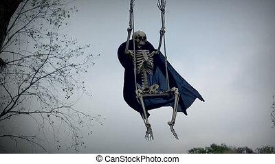rigolote, squelette, sur, balançoire