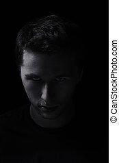 riguroso, hombre, retrato, en, el, oscuridad