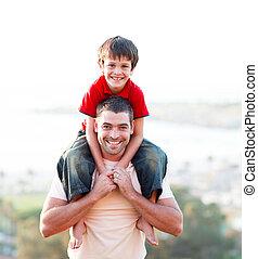 rijden, vader, geven, zoon, ritje op de rug