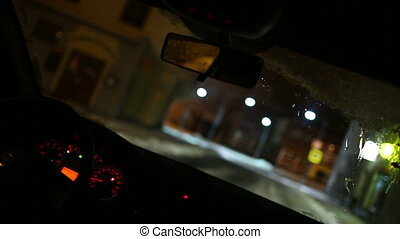 rijden van een auto, op de avond