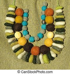 rijen, kleurrijke, halssnoeren, vilt, met de hand gemaakt, drie, modieus